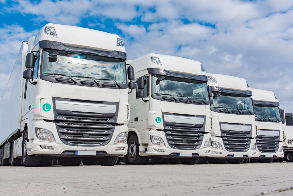 Spedition – Logistik , vier LKW`s geparkt